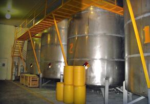 La cámara frigorífica de Citrolim también cuenta con tanques de almacenamiento a granel.
